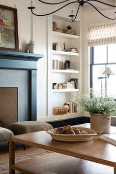 Living Room Interior, Home Living Room, Home Interior Design, Living Room Designs, Living Room Furniture, Living Spaces, Living Room Decor Simple, Bookshelf Living Room, Antique Living Rooms
