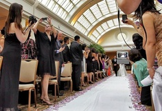 It's summer, and that means it's wedding season! Next time you are at your friend's wedding, reconsider using your iPad to take photos. This photo, presumably taken by the professional photographer, is … Wedding Fail, Before Wedding, Wedding Humor, Wedding Pictures, Wedding Blog, Wedding Ideas, Wedding Advice, Dream Wedding, Wedding Inspiration