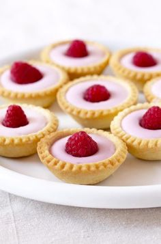 Find images and videos about pink, food and dessert on We Heart It - the app to get lost in what you love. Just Desserts, Delicious Desserts, Dessert Recipes, Yummy Food, Raspberry Tarts, Sweet Tarts, Mini Cakes, Yummy Treats, Sweet Recipes