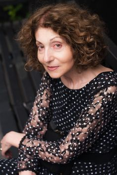 Discover a great author, enjoy a great book! Check our interview with Lily Brett whose new book Lola Bensky is already available in Australia and it will be available in USA next year. http://blog.thereadingroom.com/2012/10/thereadingroomcom-in-conversation-with.html