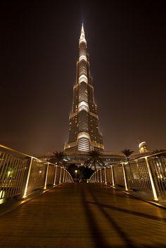The Burj Khalifa AKA The Burj Dubai, a skyscraper in Dubai, United Arab Emirates. Concept Architecture, Amazing Architecture, Modern Architecture, Dubai City, Dubai Uae, World Expo 2020, Modern Skyscrapers, Perspective Photography, Modern City