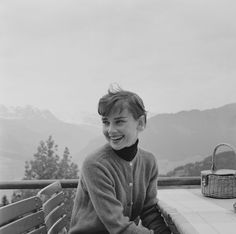 Audrey Hepburn Pictures and Photos - Getty Images Audrey Hepburn Outfit, Young Audrey Hepburn, Audrey Hepburn Pictures, Aubrey Hepburn, Audrey Hepburn Inspired, Old Hollywood, Classic Hollywood, Old Love, How To Pose