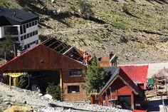 """Realizan obras por más de 10,5 millones de pesos en """"La Hoya"""" http://www.ambitosur.com.ar/realizan-obras-por-mas-de-105-millones-de-pesos-en-la-hoya/ Entre los trabajos que se llevan adelante en el centro de esquí provincial, se destacan la construcción del edificio """"Los Pioneros"""" y la Planta de Tratamiento de Residuos Cloacales.     Se encuentran en plena ejecución obras fundamentales en el Centro de Actividades de Montaña (CAM) """"La Hoya"""", localizado a unos"""