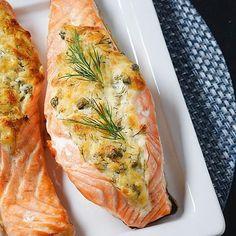 Tuorejuustotäytteiset lohitaskut Fish Recipes, Seafood Recipes, Cooking Recipes, Healthy Gourmet, Healthy Recipes, Seafood Dishes, Winter Food, I Love Food, Soul Food