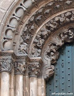 Detalle de las arquivoltas de la puerta meridional --> http://www.arteguias.com