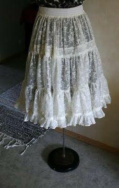 Kitten: From curtain to petticoat