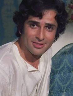 PREM KAHANI (1975) Bollywood Cinema, Bollywood Stars, Shashi Kapoor, Joker Hd Wallpaper, Bollywood Pictures, Photography Poses For Men, Prince Charming, Baddie, My Idol