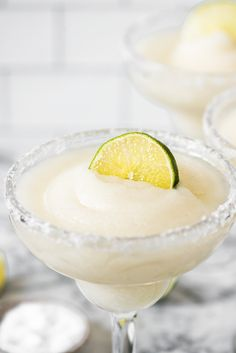 Frozen Margarita Recipe - Isabel Eats {Easy Mexican Recipes} - - Made with only 5 ingredients, this Frozen Margarita Recipe is cold, slushy, frosty and delicious! Perfect for cooling down and relaxing on those hot, sunny days. Frozen Margaritas, Homemade Margaritas, Frozen Drinks, Easy Blackberry Margarita Recipe, Lime Margarita Recipe, Frozen Strawberry Margarita, Frozen Margarita Recipes, Margarita Party, Margarita Drink