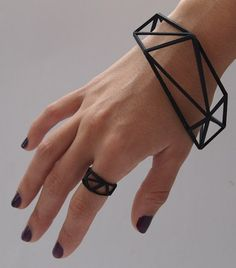 Comion Bracelet - Made using cutting edge 3D printing technology, carefull structured to cause maximum impact with minimum material resulting in a striking, yet, very affordable item - Gonçalo Campos Studio