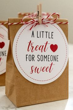 Free Printable Valentine Treat Gift Tags Free Printable A Little Treat for Someone Sweet Tags for Valentine's Day. Use to give chocolate candy in the classroom, to friends, clients, and staff. Valentines Day Sayings, Jill Valentine, Blue Valentine, Kinder Valentines, Valentines Day Gifts For Friends, Valentines Day Treats, My Funny Valentine, Valentine Day Crafts, Valentines Surprise For Him