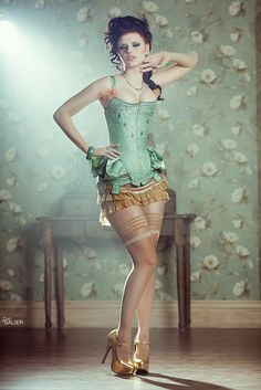Oh my. Sea foam and gold corset. WANT!