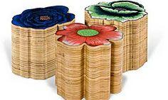 Bancos de madeira com estampa chita