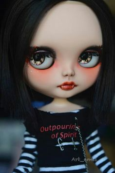 I have this outfit for Rida hmmmm should I keep it or sell it when I sell the doll?????