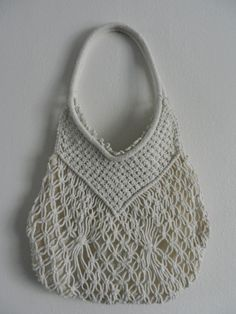 Knitting bag models are all beautiful from each other if you are interested in knitting and crochet bag samples this subject is for you . Macrame Purse, Macrame Knots, Crochet Backpack, Crochet Purses, Crochet Bags, Art Bag, Handmade Purses, Macrame Projects, Knitted Bags