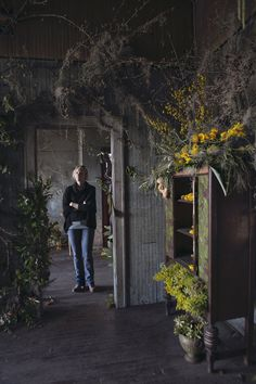 Heres What Happens When You Give Florists Thousands Of Flowers And 48 Hours In An Abandoned House