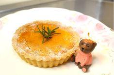 0302 0302 ケーキ(かぼちゃのタルト)を、作りました 今手作りのケーキが、人気であります。 お誕生日、記念日などでご用命をたまわっております。 ケーキ(かぼちゃのタルト)を、作りました。 タルト生地は、国産小麦や四つ葉バター、地鶏の卵を使用し、自家製のタルト生地を作っています。 上には、栃木県の農家さん直送の、オーガニックかぼちゃを乗せています。 記事だけでなく、ケーキの中には、北海道産のクリームチーズや生クリーム、そして地鶏の卵を使用し、 オーブンで30~40分ほどかけ、ゆっくり焼き上げています。