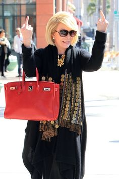 YEP, there you have it! Joan Rivers shows her thoughts (jokingly) for the Oscars as she sticks up her middle finger, reportedl. Foto Pose, Famous Faces, Hermes Birkin, Swagg, Comedians, Make Me Smile, My Idol, Pop Culture, Beautiful People