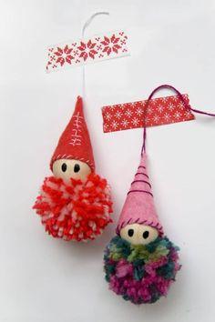 Ideas for diy christmas tree yarn pom poms Christmas Tree Ornaments To Make, Christmas Decorations For Kids, Small Christmas Trees, Christmas Crafts, Diy Crafts For Teens, Diy And Crafts, Diy Adornos, Pom Pom Decorations, How To Make A Pom Pom