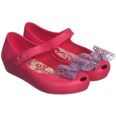 Girls bright pink sweet scented jelly shoes by Mini Melissa & Walk Disney a cute sparkly bow on the subtle peak toe. Minnie Mouse brings her unmistakeable styling to these classic ultragirl shape shoes, with a velcro fastening and flexible sole your little girl can look just like Minnie herself!<br /> <ul> <li>100% PVC</li> <li>Velcro fastening buckle strap</li> <li>Sweet scented</li> </ul>