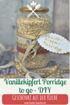 A porridge mix is really practical. You can prepare a healthy, warm breakfast in no time at all. The Vanilla Kipferl Porridge provides a Christmas taste. Gingerbread Pancakes, Vegetable Boxes, Chocolate Granola, Wine Gift Baskets, Light Snacks, To Go, Porridge Oats, Christmas Breakfast, Breakfast Bars