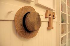 dois igual a três: Tigela de experiências: Casa Oliver  #guesthouse #lisbon #decor #interiors #green #home #travel #portugal #hat
