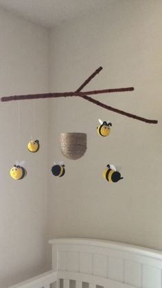 Bunte und spielerische DIY Baby Mobiles Ideen Colorful and playful DIY baby mobile ideas Bumble Bee Nursery, Felt Kids, Cool Baby, Crochet Mobile, Ideias Diy, Diy Décoration, Baby Crafts, Baby Diy Projects, Diy Baby