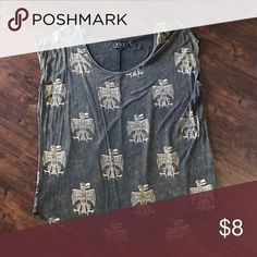 Graphic Tee Charcoal and beige oversized graphic tee! Pairs great with distressed denim or shorts! Tops Tees - Short Sleeve