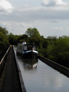 https://flic.kr/s/aHskomwY2F | Canal Boat Holiday May 2002