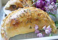 Calzone, Dinner Recipes, Pizza, Turkey, Bread, Chicken, Food, Turkey Country, Brot