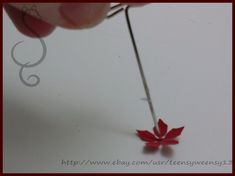 Dollhouse Miniature Tutorials, Dollhouse Miniatures, Poinsettia Plant, Doll House Crafts, Flower Crafts, Craft Flowers, Miniature Plants, Miniture Things, Christmas Diy
