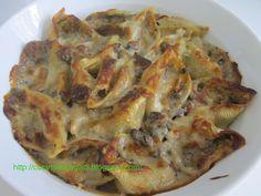 I conchiglioni ripieni alla boscaiola sono una valida alternativa alle lasagne ed ai cannelloni, saporita ma anche molto sfiziosa. Seguite le foto passo passo della preparazione e saranno pronti in un baleno