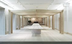 Dinesen has opened a new showroom that invites people in for an extraordinary experience with high quality wood. The showroom in Copenhagen is designed by OeO.
