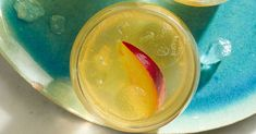 Peach Sangria Summer Cocktails, Cocktail Drinks, Cocktail Recipes, Alcoholic Drinks, Drink Recipes, Peach Sangria Recipes, Dairy Free Eggs, Peach Schnapps, Food Presentation