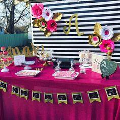 Pink flamingo party, black and gold party decorations, baby shower decorati Black And Gold Party Decorations, Baby Shower Decorations, Table Decorations, Baby Shower Cakes, Baby Shower Parties, Pink Cake Pops, Spa Party Favors, Pink Flamingo Party, Pink Mason Jars