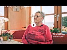 Rita Stahnke ist die älteste Einwohnerin von Vitt und lebt in einem kleinen, schilfgedeckten Haus - nur eine Steinwurfweite vom Wasser entfernt. Sie wurde in Odermünde geboren und kam 1951 nach Arkona – als Fremde, die zunächst von den Einheimischen misstrauisch beäugt wurde. Das änderte sich spätestens, als ihr erstes Kind in Vitt das Licht der Welt erblickte. Ihr leider viel zu früh verstorbener Mann war Fischer. Video by pocha.de