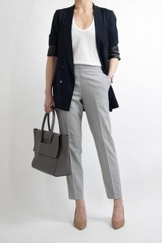 34 Inspiring Business Casual Outfit Ideas for Women To Copy Now An over-the-top outfit isn't acceptable at work. Earlier, casual outfits were intended to be worn just on weekends. Casual Work Outfits in Simple Style There are a lot of… Continue Reading → Business Professional Outfits, Business Casual Outfits For Women, Casual Work Outfits, Business Outfits, Business Attire, Mode Outfits, Work Attire, Office Outfits, Work Casual