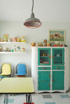 Retro kitchen, love the stacking chairs and the collections showcased on the shelves.