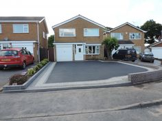 Birmingham based Oakleaf Driveways Limited have over 50 years experience and are specialist installers of black tarmac drives and driveways. Front Garden Ideas Driveway, Front Yard Walkway, Driveway Design, Driveway Landscaping, Block Paving Driveway, Asphalt Driveway, Front Porch Design, Garage Door Design, Tarmac Drives