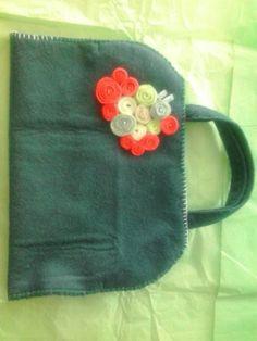 Mais uma bolsa de feltro, para transportar seu livro predileto com proteção