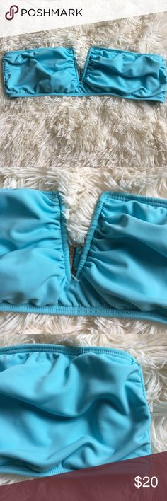 Mara Hoffman Blue Bandeau Bikini Top does not come with straps. There is no padding slots. There is a small amount of piling Mara Hoffman Swim Bikinis