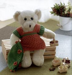 What's cuter than a teddy bear in a sweater? … A teddy bear wearing a custom-crocheted sweater made just for him! With Amy O'Neill Houck's simple instructions and lovable, huggable patterns, crocheter