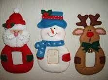 Resultado de imagen para adornos de navidad en foami para puertas Felt Christmas Decorations, Christmas Mesh Wreaths, Crochet Christmas Ornaments, Christmas Mom, Christmas Stockings, Christmas Crafts, Felt Crafts, Diy And Crafts, Merry