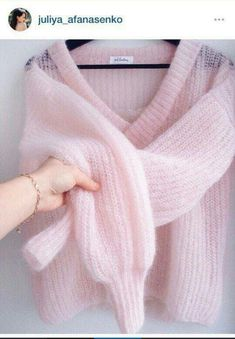 Deep-V Sweater Kirobykim - maallure Knitwear Fashion, Knit Fashion, Pull Mohair, Stitch Fit, Angora Sweater, Look Vintage, Clothes Crafts, Mode Inspiration, Baby Knitting