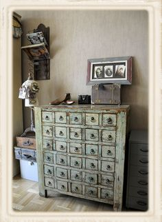 lots of drawers...love this!!