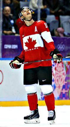 jonathan toews Blackhawks Hockey, Hockey Teams, Chicago Blackhawks, Hockey Players, Captain My Captain, Hockey Baby, Hockey Stuff, Canada, Jonathan Toews