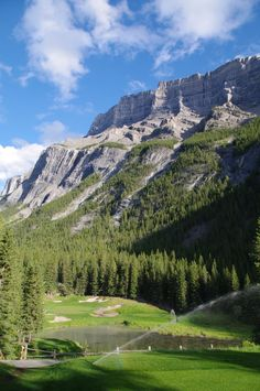 Fairmont Banff Springs Golf Course 4th hole - this is another course on my top 10