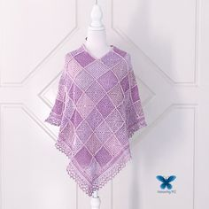 How to make a poncho from Granny Squares Double Crochet, Single Crochet, Poncho Design, Granny Square Projects, Granny Squares, One Color, Design Your Own, Crochet Hooks, Simple Designs