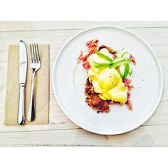 Benedict poached eggs, potato rosti, slow braised ham hock, apple cider hollandaise, apples