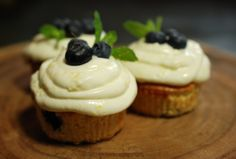 Gluten free Lemon Blueberry Cupcakes made with our Lisa's choice Cupcakemix!  Get your own Lisa's choice Cupcakemix via: http://www.glutenfreewebshop.com/lisas-choice-cupcakemix.html  Inspired by: http://www.annies-eats.com/2011/05/06/lemon-blueberry-cupcakes/