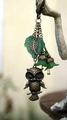Handbag Charm Forest Green Owl Beaded Flowers par RubysCharms, £8,99